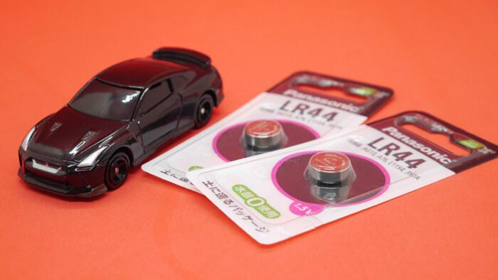 トミカ4Dとボタン電池