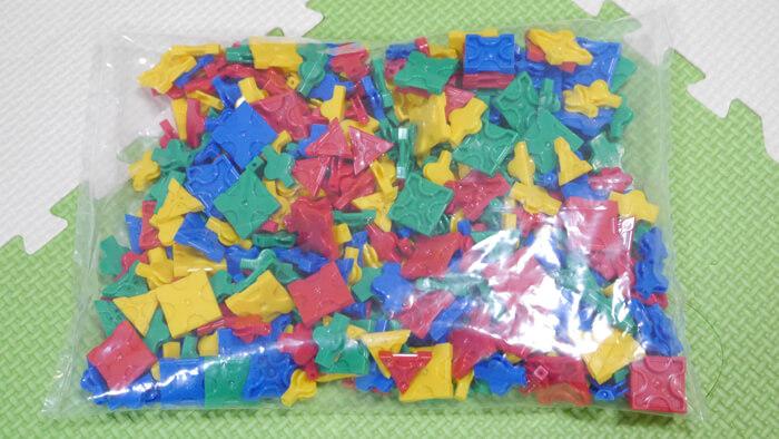 赤、青、黄、緑のパーツ