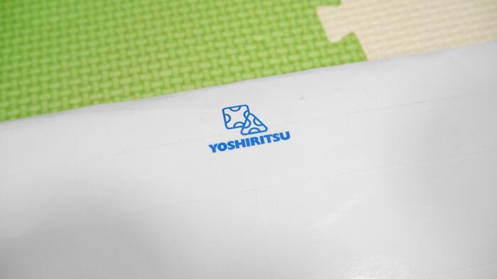 封筒に付いているヨシリツのロゴ