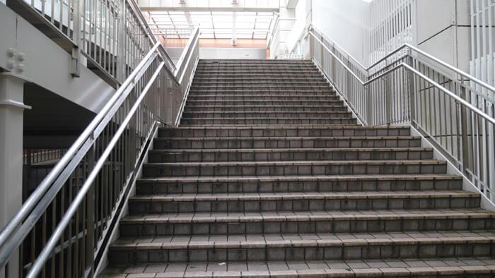 オーロラモールの階段