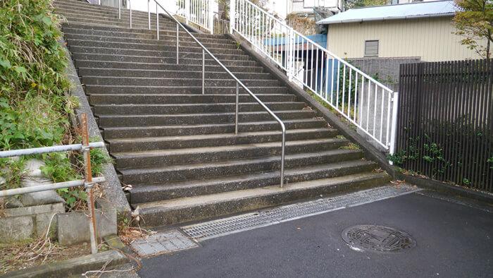 住宅街の階段